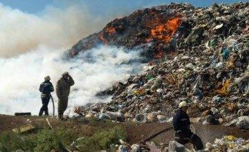 Под Днепром продолжается ликвидация пожара на мусорном полигоне