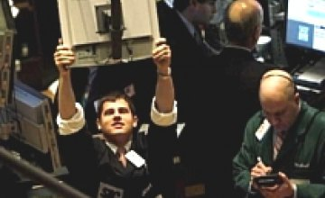 Торги на межбанке открылись снижением котировок по доллару 7,6115/7,6560 грн./$