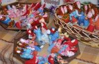 Днепропетровские школьники передали в зону АТО маскировочную сетку и обереги (ФОТО)