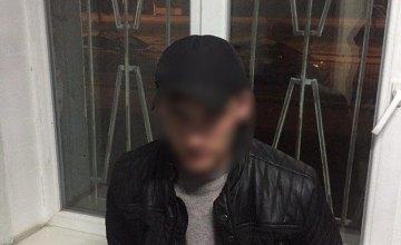 На ж/м Левобережный-3 в Днепре двое неизвестных избили и ограбили мужчину