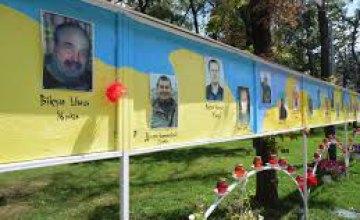 Семьи погибших героев АТО собирают подписи за размещение фотографий своих родственников на Аллее Памяти возле ДнепрОГА