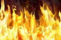В Киеве во дворе жилого дома сгорело несколько автомобилей