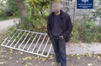 В Днепре патрульные задержали вора, который украл забор