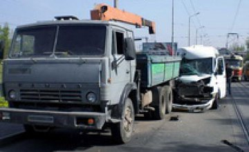 В Днепропетровске маршрутка врезалась в «КамАЗ»