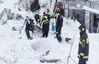В итальянском отеле, на который сошла лавина, нашли выживших