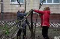 На ж/м Тополь-1 и 12-й квартал прошли субботники в рамках программы «Социальная реконструкция» Геннадия Гуфмана (ФОТОРЕПОРТАЖ)
