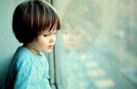 Обижает и угрожает насилием: в Кривом Роге 6-летний ребенок сбежал из дома из-за отчима-тирана