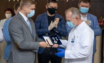 Государственные награды и почетные звания присвоили 13 медикам Днепропетровщины