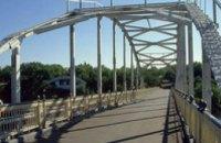 На мосту на Монастырский остров срезали «любовные» замки