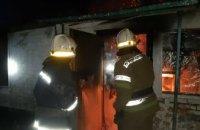 В Синельниковском районе горит неэксплуатируемое здание