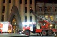 В Днепропетровске горела гостиница «Каспий»: спасатели эвакуировали людей по пожарной лестнице