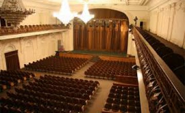 Днепровский театр эстрады приглашает горожан на театрализованный концерт «Киев – Париж» ... Самолет моей любви ...»