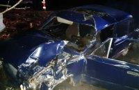 Водитель «ВАЗ-2106» влетел в забор, не справившись с управлением: на Днепропетровщине в результате ДТП погибли двое