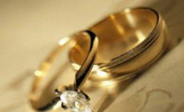 Круглая дата: 184 пары в Днепропетровске заключили браки 8.08.08