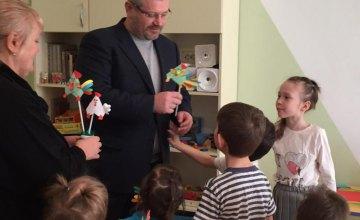 Фонд Вилкула продолжает поддержку семейных форм воспитания: «У каждого ребенка должна быть семья»