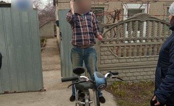 Пошутил над соседкой, украв скутер: в Днепре задержали вора