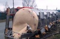 На Днепропетровщине на трассе перевернулся грузовик с подсолнечным маслом (ФОТО)