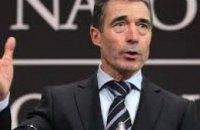 Порошенко назначил экс-генсека НАТО своим советником