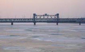 Водолазы не нашли тело мужчины, спрыгнувшего с моста