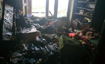 В Днепропетровской области из горящей квартиры пожарные спасли двух людей