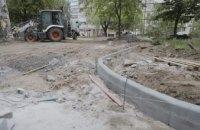 В Днепре на проспекте Героев обустраивают зону отдыха