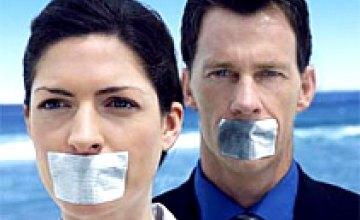 Журналисты надели на встречу с Виктором Януковичем футболки «Стоп цензуре!»