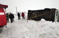 На Днепропетровщине грузовик слетел в кювет и перевернулся (ФОТО, ВИДЕО)