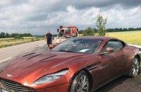 Под Днепром в аварию попал новейший спорткар Aston Martin DB11 (ФОТО)