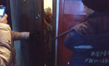 В Покрове спасатели взломали дверь квартиры, чтобы пустить соцработников к парализованной пенсионерке
