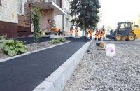 У нас з'явилися хороші тротуари: мешканці житломасиву Сокіл задоволені ремонтами у своїх дворах (ФОТО)