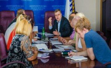 Передача общежитий в частную собственность их обитателям - под личным контролем Валентина Резниченко