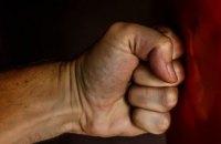 Сломал руку и нос:  в Днепре мужчина  жестоко избил 77-летнюю мать (ФОТО)
