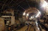 В Киеве мужчина попал под поезд метрополитена