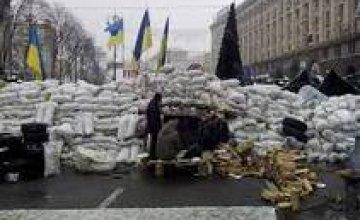На Майдане начался разбор баррикад