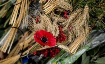 На Днепропетровщине почтили память жертв Голодомора (ФОТОРЕПОРТАЖ)