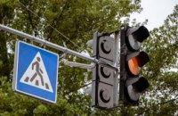 Урегулирование движения и безопасность пешеходов: в Днепре обустраивают современные светофоры на нерегулируемом переходе