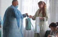 «За нове життя»: депутаты «ОП - За Жизнь» поздравили женщин, которые стали мамами в первый день весны (ФОТО)