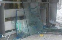 В Днепре неизвестные разбили новую остановку (ФОТО)
