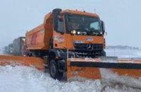 На дорогах Днепропетровщины работают почти 100 единиц спецтехники и более 100 дорожников (ВИДЕО)