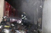 В Днепре сгорел торговый павильон: есть пострадавшие (ФОТО, ВИДЕО)