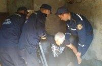 В Хмельницкой области спасли упавшую в колодец пенсионерку (ФОТО)