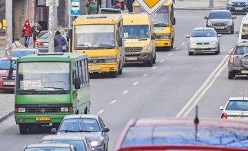 Кабмин отменил запрет на проезд более 10 пассажиров в общественном транспорте