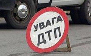 В Днепропетровске на пр. Героев Сталинграда грузовик протаранил иномарку