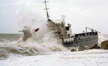 Судно «Леманн Тимбер» попало в 9-бальный шторм