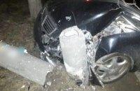 В Днепре пьяная женщина врезалась на авто марки «Mercedes» в столб