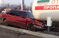 На Запорожском шоссе иномарка влетела в газовую заправку
