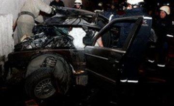 На Набережной заводской BMW вылетел с дороги в бетонную конструкцию: один погибший, двое пострадали