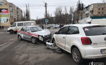 На Днепропетровщине легковушка столкнулась с автомобилем медиков (ФОТО)