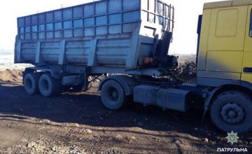 В Днепре поймали водителя, который выгружал промышленные отходы в балку (ФОТО)