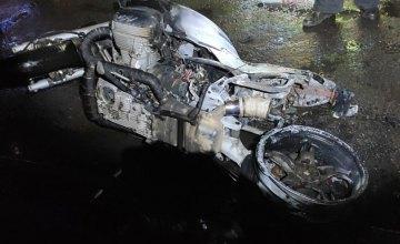 В Желтых Водах загорелся припаркованный мотоцикл (ФОТО)